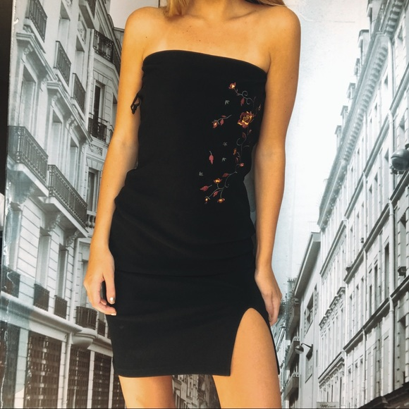 gogo girls Dresses & Skirts - Black dress with a slit and flower decal